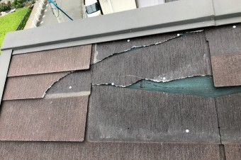 スレート屋根材に割れやひびが生じた
