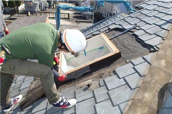 天窓の腐食や劣化を確認し作業開始