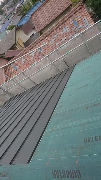 ガルバリウム鋼板貼り