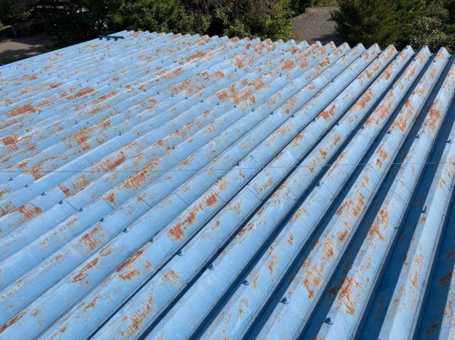 瑞浪市にて太陽光発電設置前に折板屋根の塗装工事をしてきました