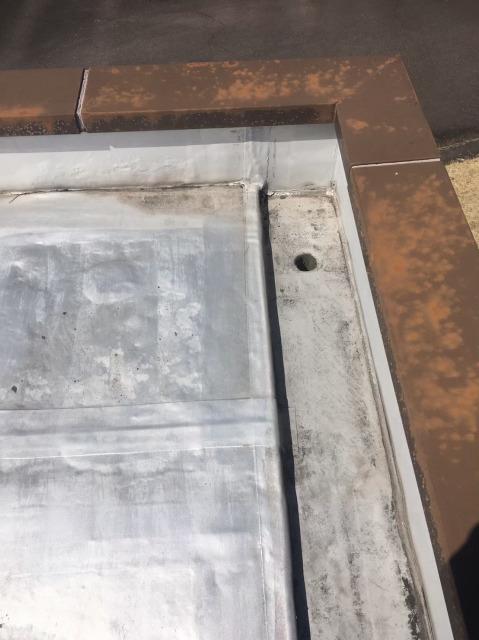 車寄せの屋根の排水口