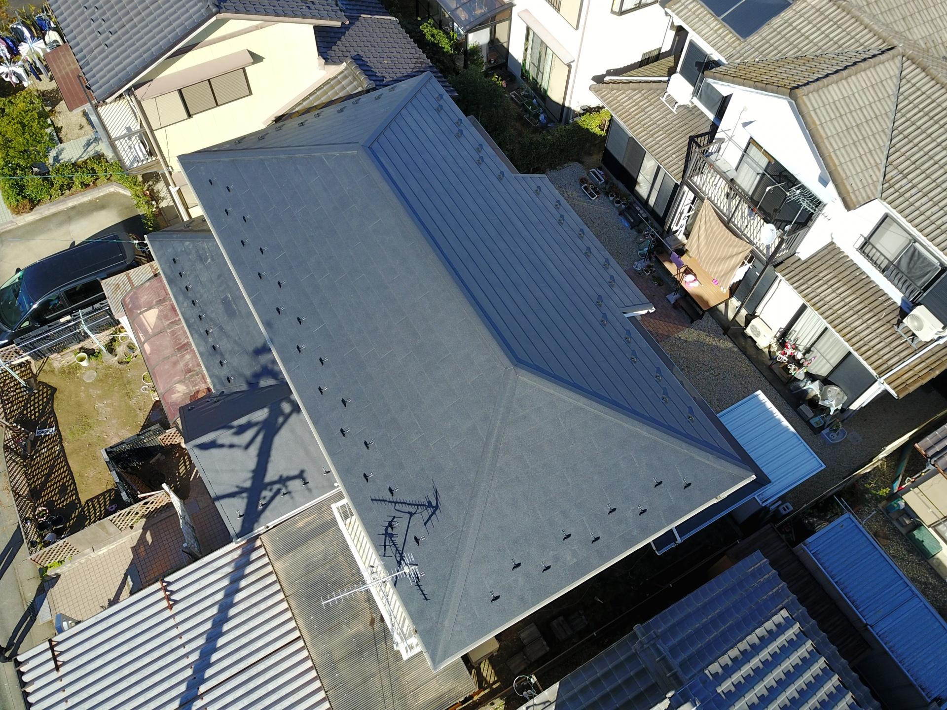 屋根ドローン上